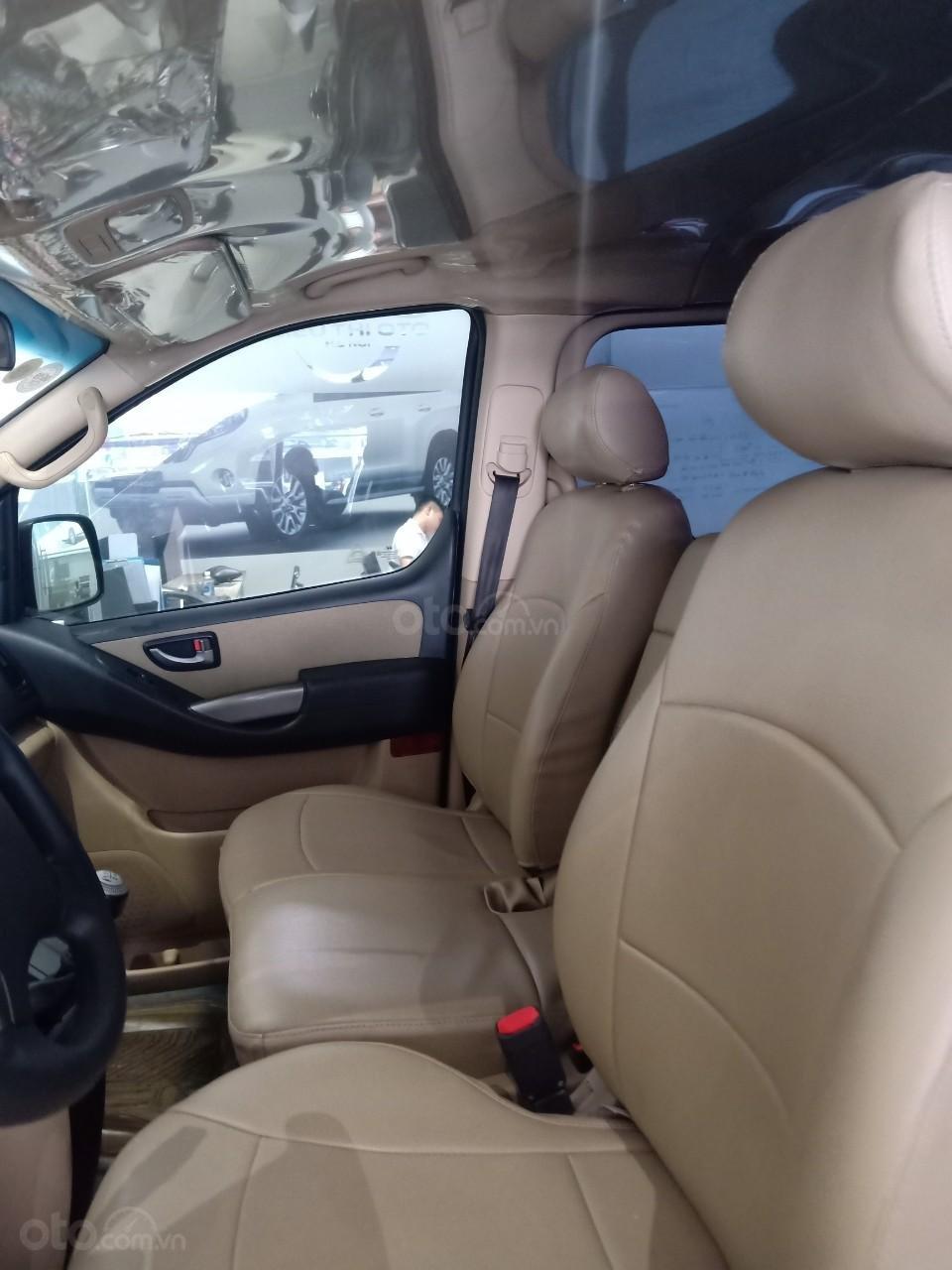 Bán xe Hyundai Starex 2.5D MT 9 chỗ 2013, màu bạc, xe nhập, giá tốt (5)