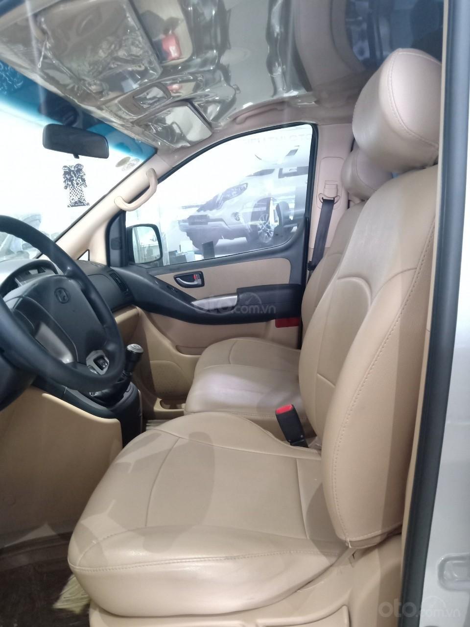 Bán xe Hyundai Starex 2.5D MT 9 chỗ 2013, màu bạc, xe nhập, giá tốt (3)