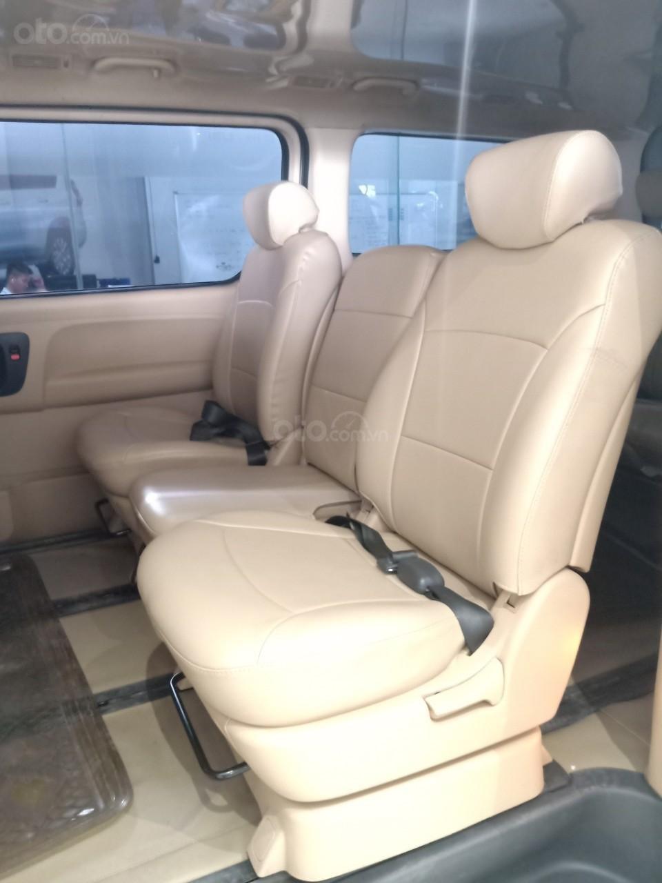 Bán xe Hyundai Starex 2.5D MT 9 chỗ 2013, màu bạc, xe nhập, giá tốt (8)