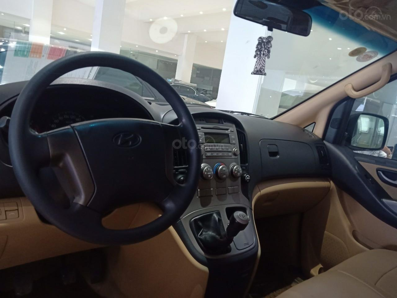 Bán xe Hyundai Starex 2.5D MT 9 chỗ 2013, màu bạc, xe nhập, giá tốt (4)