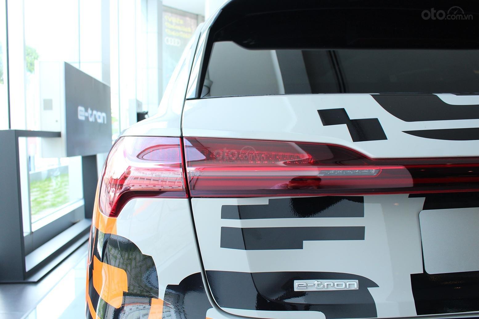 SUV điện Audi E-Tron chính thức cập bến showroom Audi Hồ Chí Minh 22