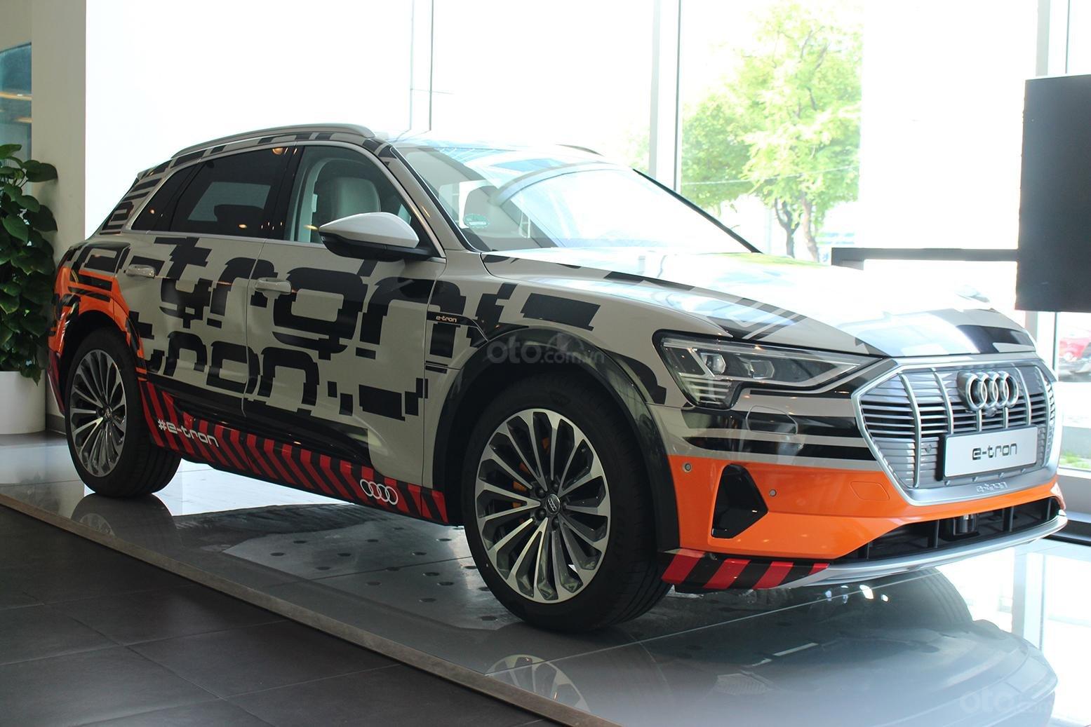 SUV điện Audi E-Tron chính thức cập bến showroom Audi Hồ Chí Minh.