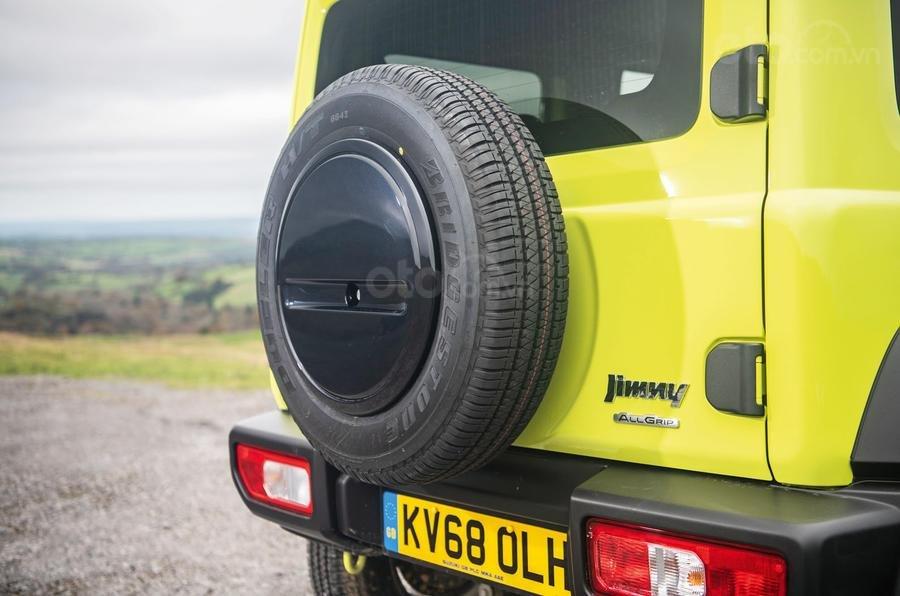 Suzuki Jimny 2020: Bánh xe dự phòng