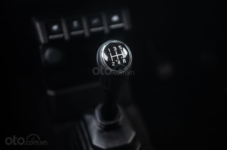 Suzuki Jimny 2020 : cần số 2