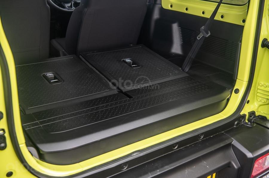 Đánh giá xe Suzuki Jimny 2020 về khoang hành lý.