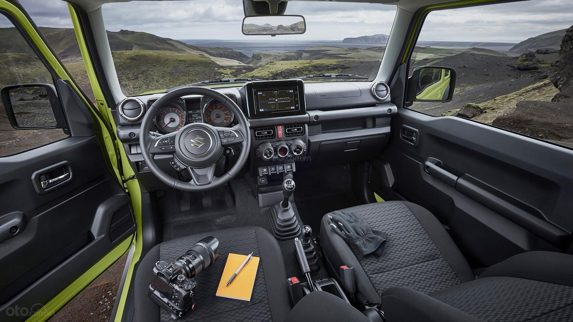 Đánh giá xe Suzuki Jimny 2020 về khoang nội thất.