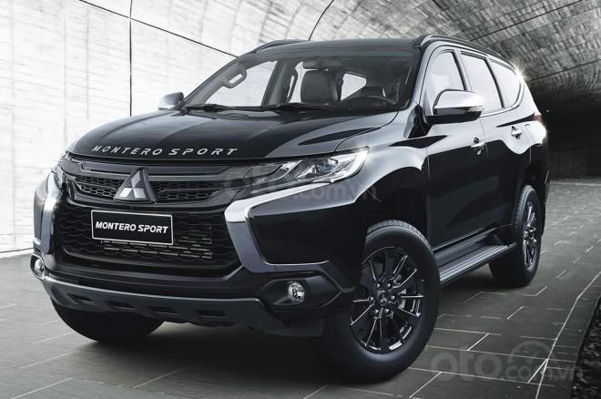 Mitsubishi Pajero 2019 Sport Black Series cũng có bản tùy chọn đen đúng tên gọi