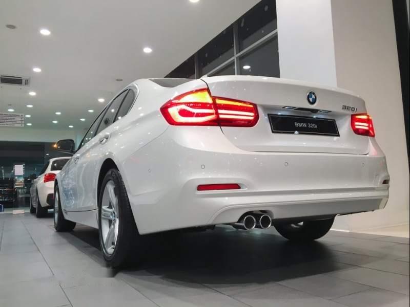 Cần bán xe BMW 3 Series 320i sản xuất 2019, màu trắng, xe nhập-1