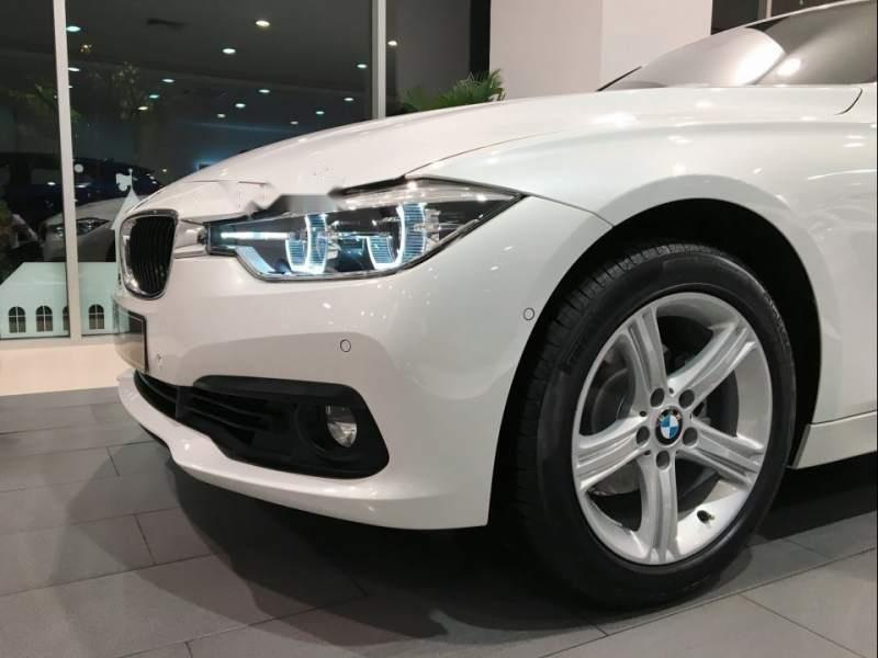 Cần bán xe BMW 3 Series 320i sản xuất 2019, màu trắng, xe nhập-4