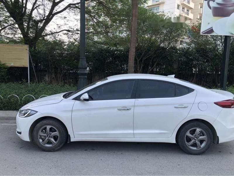 Cần bán Hyundai Elantra năm sản xuất 2018, màu trắng (1)