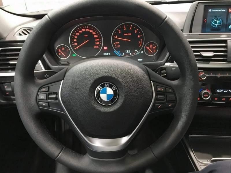 Cần bán xe BMW 3 Series 320i sản xuất 2019, màu trắng, xe nhập-2