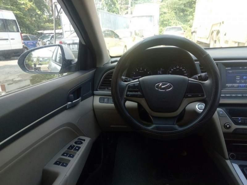 Cần bán Hyundai Elantra năm sản xuất 2018, màu trắng (5)