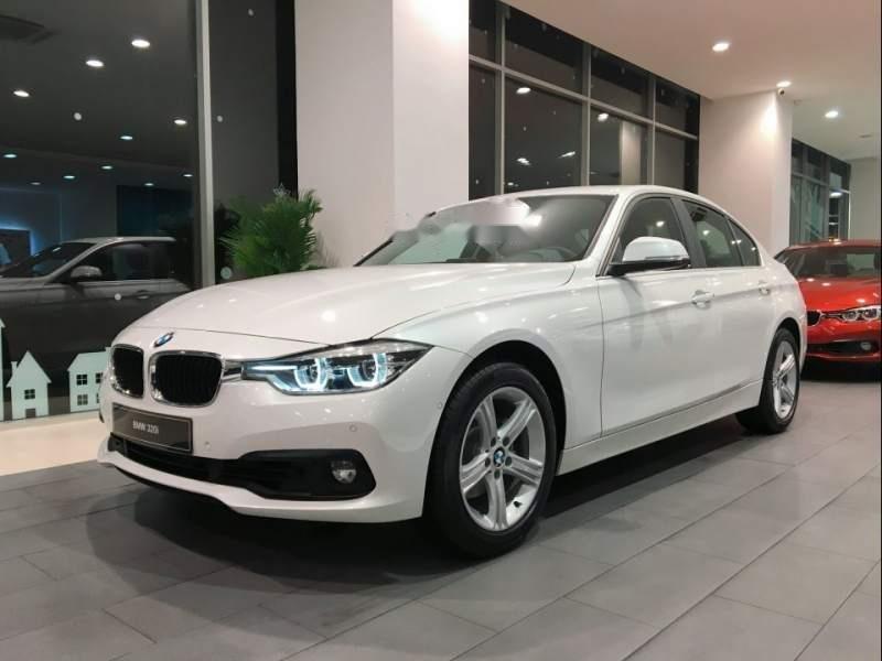 Cần bán xe BMW 3 Series 320i sản xuất 2019, màu trắng, xe nhập-0
