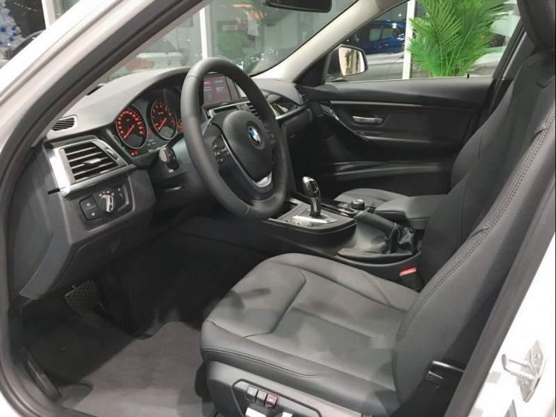 Cần bán xe BMW 3 Series 320i sản xuất 2019, màu trắng, xe nhập-3