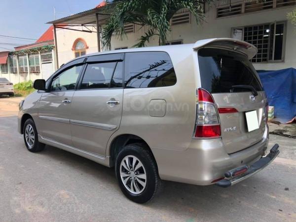 Cần bán xe Toyota Innova 2016, số sàn, màu vàng cát-1
