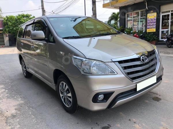 Cần bán xe Toyota Innova 2016, số sàn, màu vàng cát-0