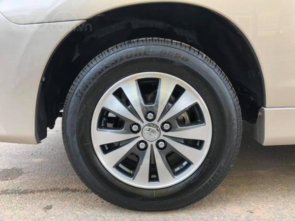 Cần bán xe Toyota Innova 2016, số sàn, màu vàng cát-7