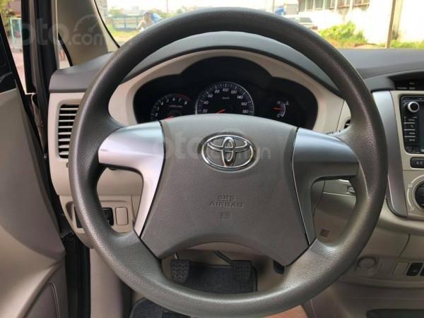 Cần bán xe Toyota Innova 2016, số sàn, màu vàng cát-6