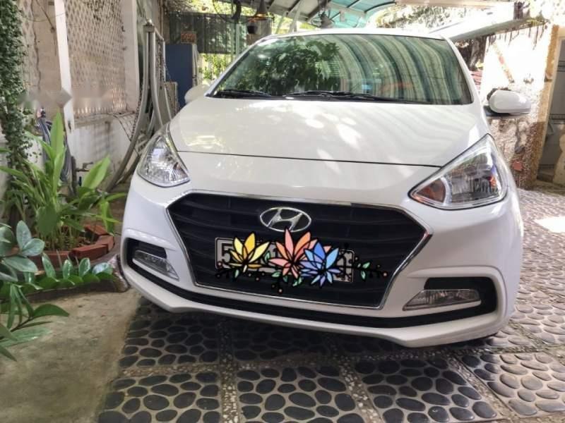 Bán Hyundai Grand i10 2018, màu trắng, gia đình mua mới từ trong hãng ra (1)