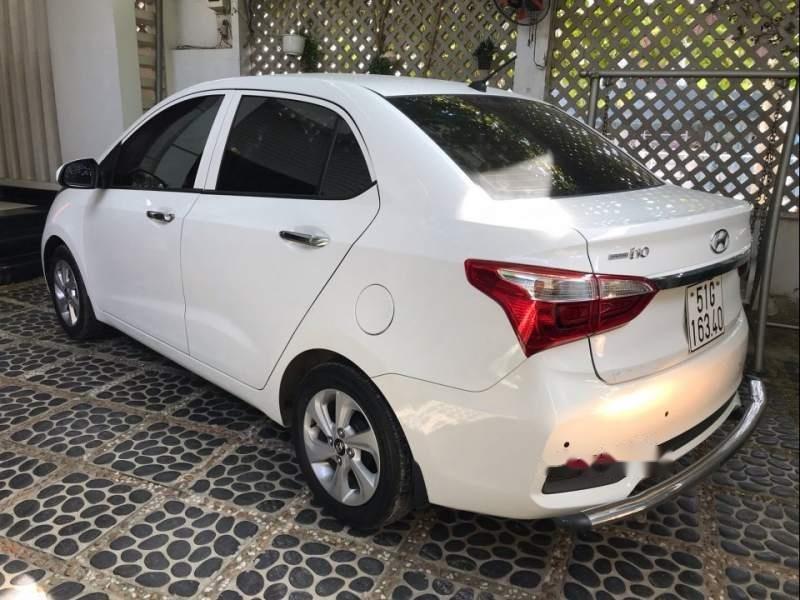 Bán Hyundai Grand i10 2018, màu trắng, gia đình mua mới từ trong hãng ra (3)