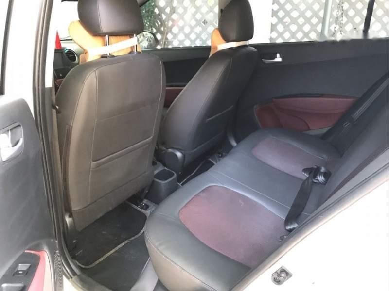 Bán Hyundai Grand i10 2018, màu trắng, gia đình mua mới từ trong hãng ra (6)