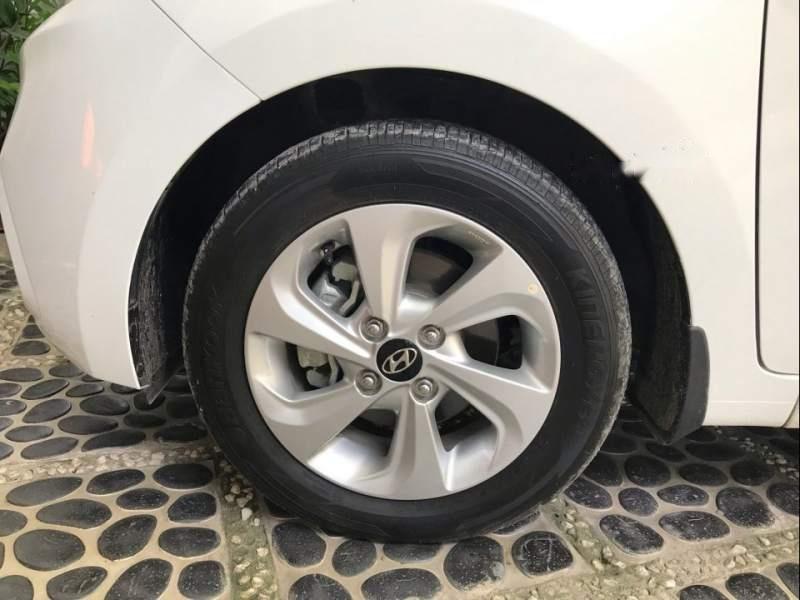Bán Hyundai Grand i10 2018, màu trắng, gia đình mua mới từ trong hãng ra (5)