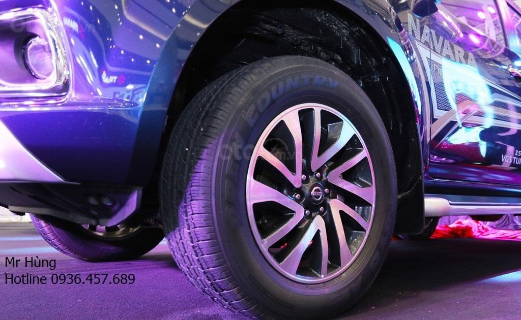 Bán xe Nissan Navara VL sản xuất năm 2019, màu xanh lam, nhập khẩu Thái-4