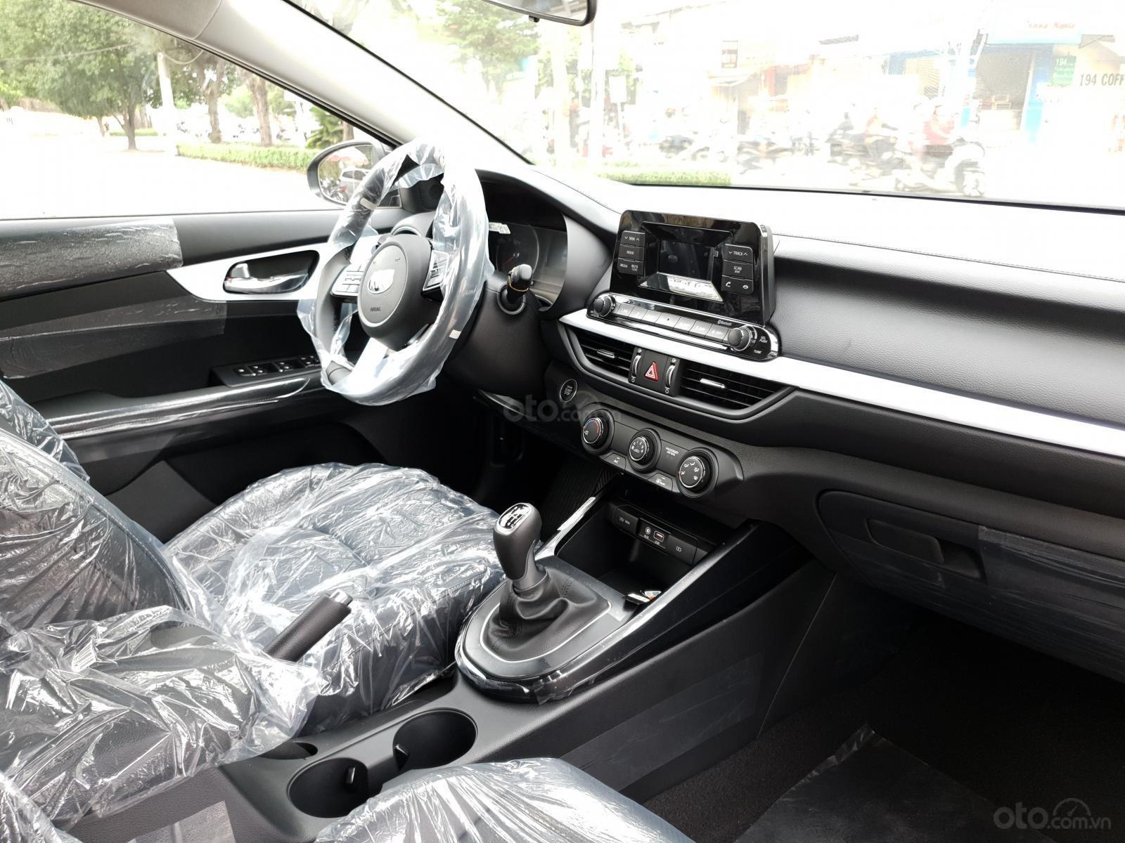 Cần bán Kia Cerato Deluxe năm sản xuất 2019, màu đen-3