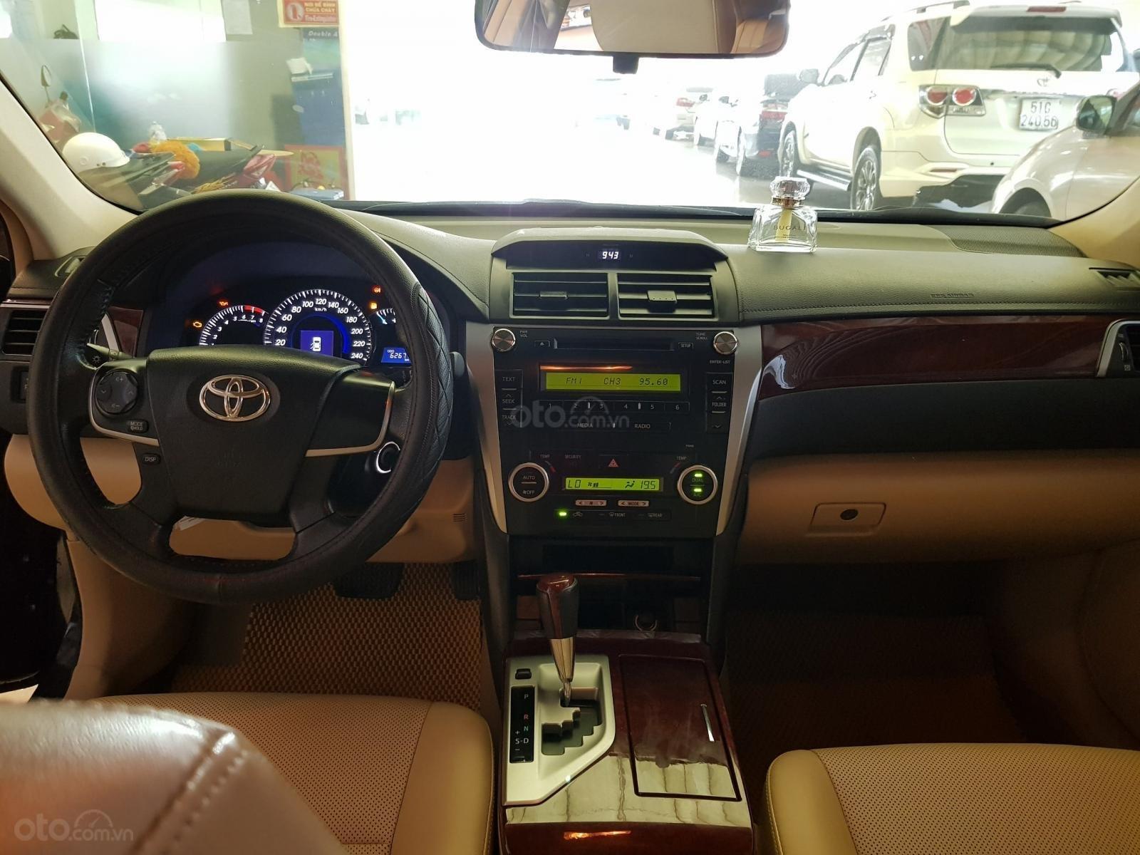 Toyota Camry 2.0E đời 2013, màu đen, giá chỉ 720 triệu-2