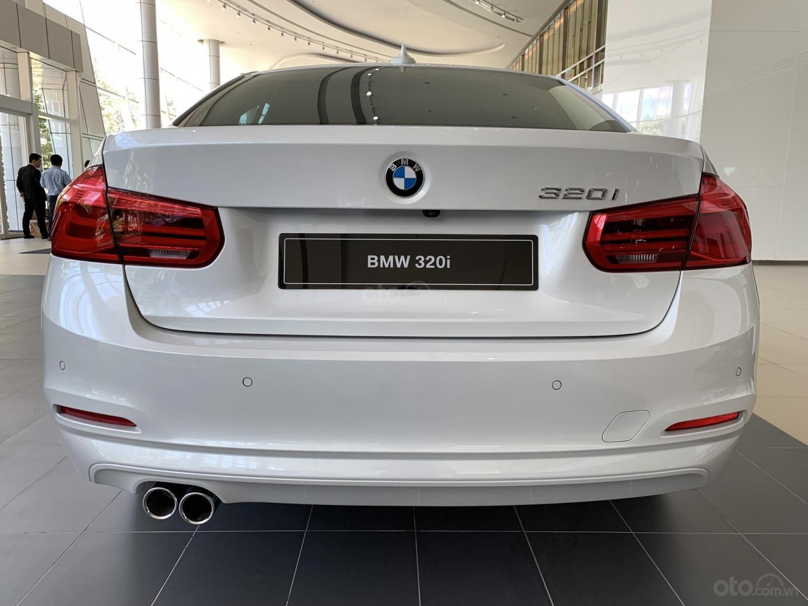 BMW 320i tặng 100% phí trước bạ, trả trước 20% nhận xe chỉ với 350 triệu, Hotline PKD - 0908 526 727 (11)
