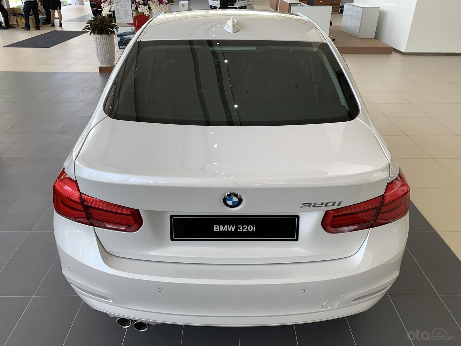 BMW 320i tặng 100% phí trước bạ, trả trước 20% nhận xe chỉ với 350 triệu, Hotline PKD - 0908 526 727 (10)