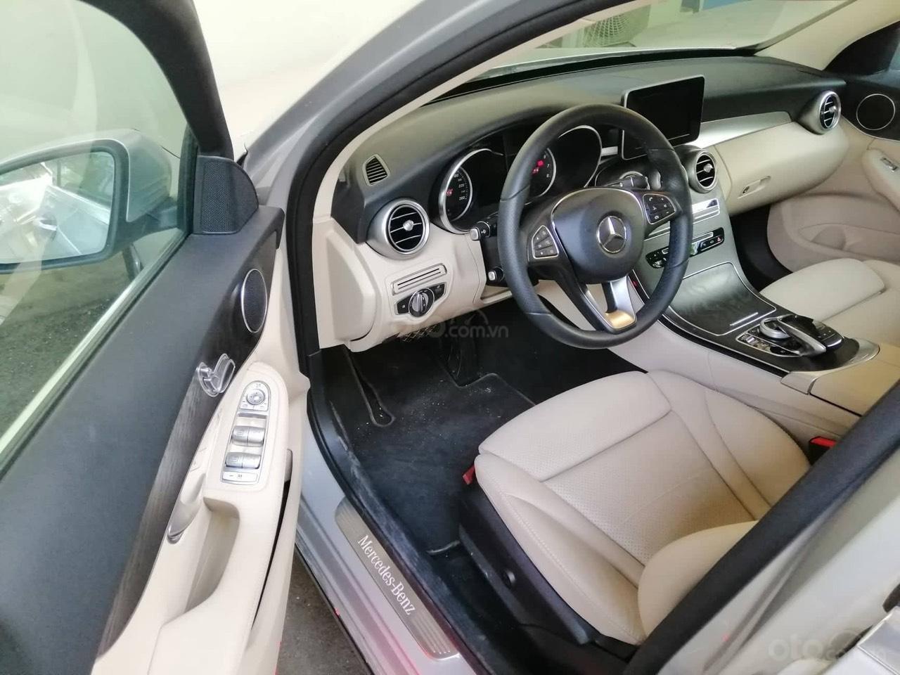 Mercedes C200 màu bạc/kem model 2018, đăng ký 2018. Xe chính hãng siêu lướt 2.900km-5