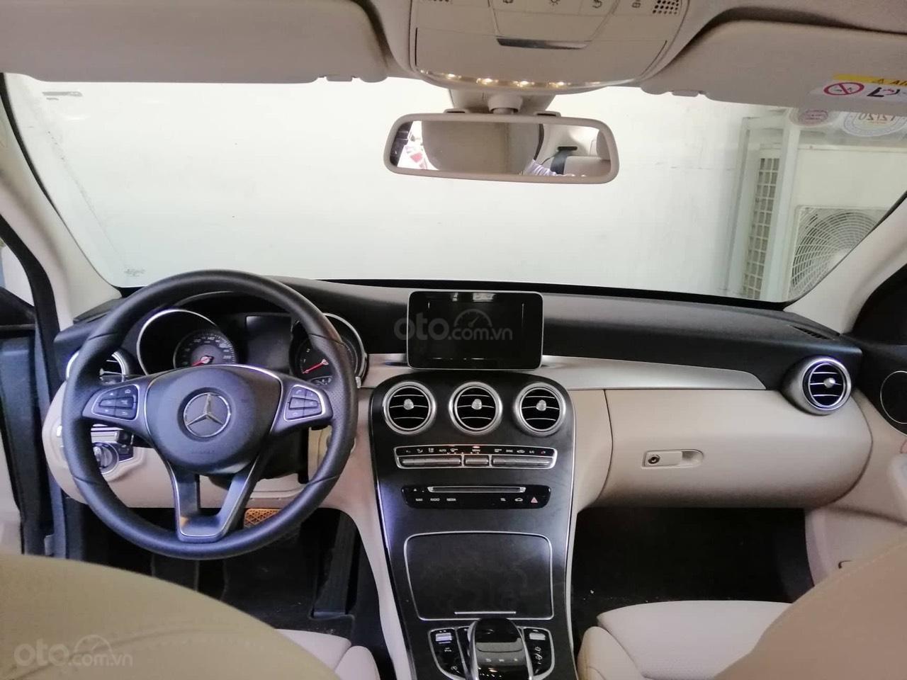 Mercedes C200 màu bạc/kem model 2018, đăng ký 2018. Xe chính hãng siêu lướt 2.900km-4