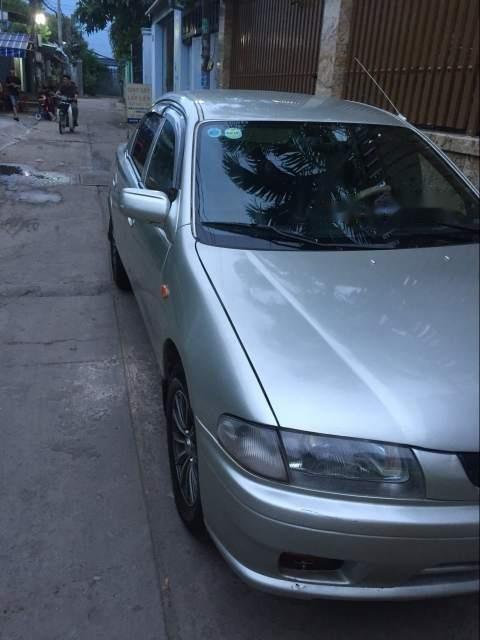 Cần bán lại xe Mazda 323 đời 2000, màu bạc (1)