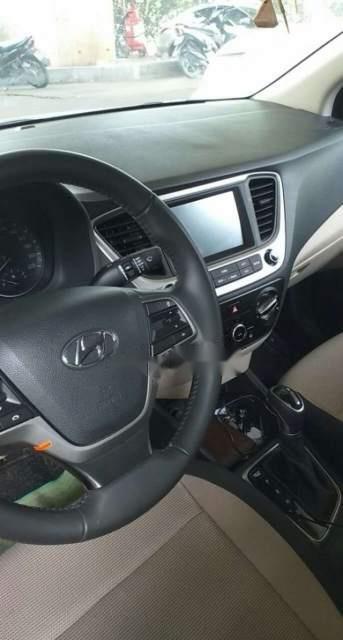 Cần bán xe Hyundai Accent đời 2019, màu trắng, 5 chỗ (2)