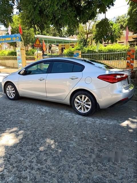 Cần bán gấp Kia K3 sản xuất 2016, màu bạc, xe gia đình còn mới leng keng-0