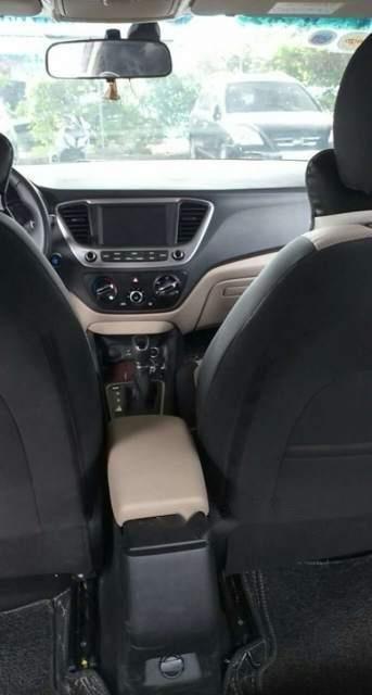 Cần bán xe Hyundai Accent đời 2019, màu trắng, 5 chỗ (4)