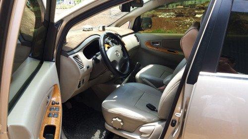 Chính chủ bán Toyota Innova 2.0 MT đời 2011, màu vàng cát (5)