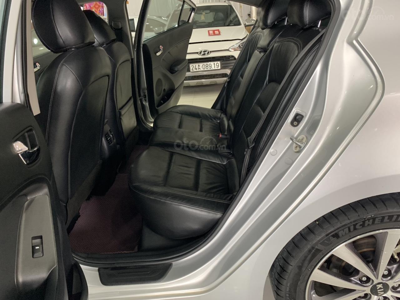 Cần bán Kia K3 đời 2015, màu bạc (9)
