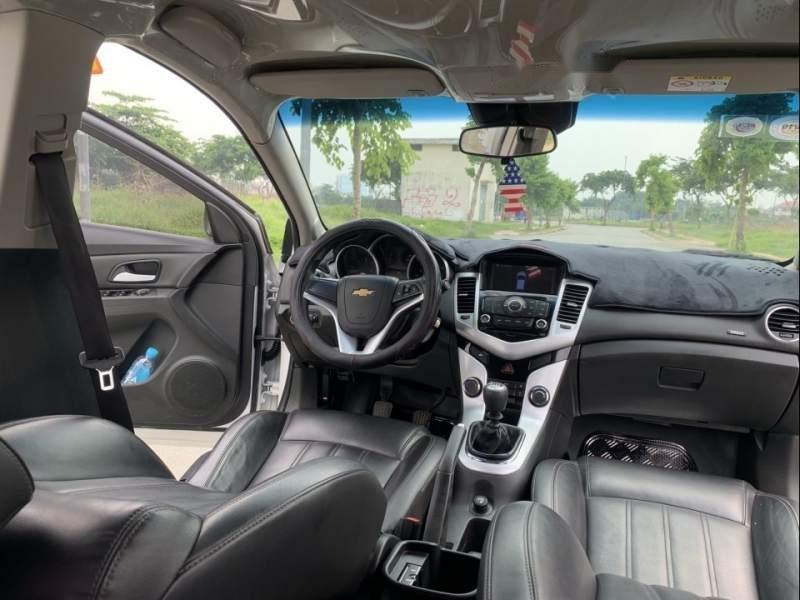 Cần bán gấp Chevrolet Cruze LT năm sản xuất 2017, màu trắng chính chủ, giá 395tr-4