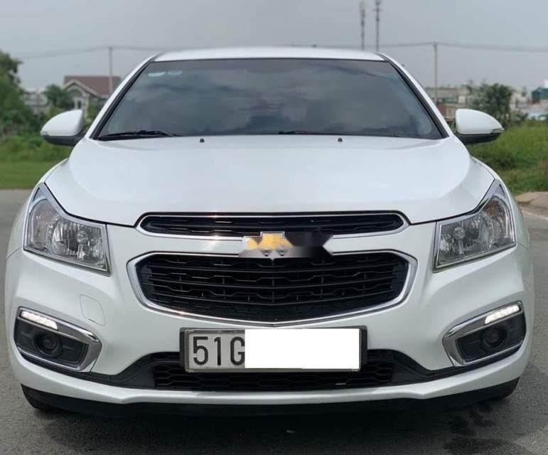 Cần bán gấp Chevrolet Cruze LT năm sản xuất 2017, màu trắng chính chủ, giá 395tr-0