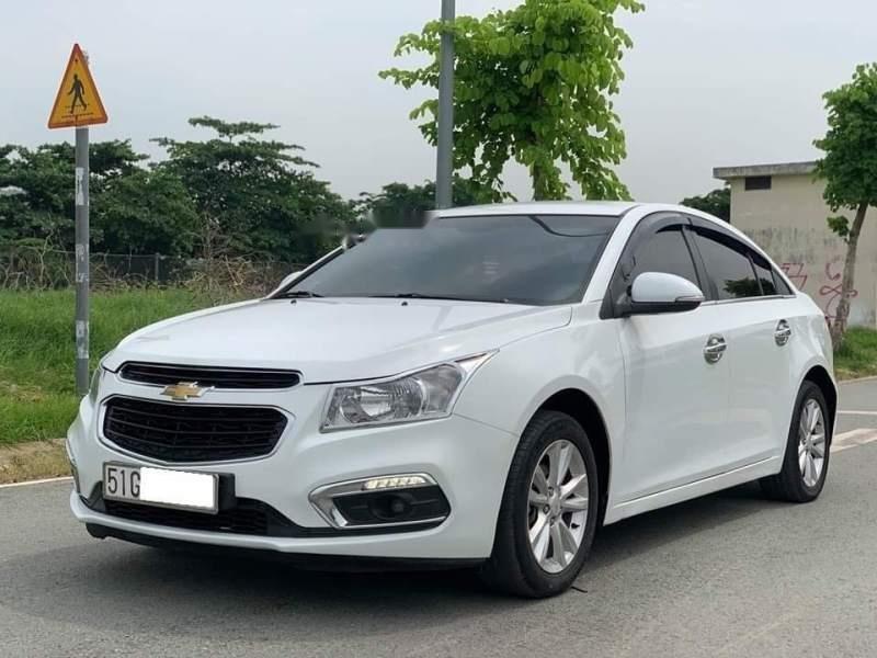Cần bán gấp Chevrolet Cruze LT năm sản xuất 2017, màu trắng chính chủ, giá 395tr-1