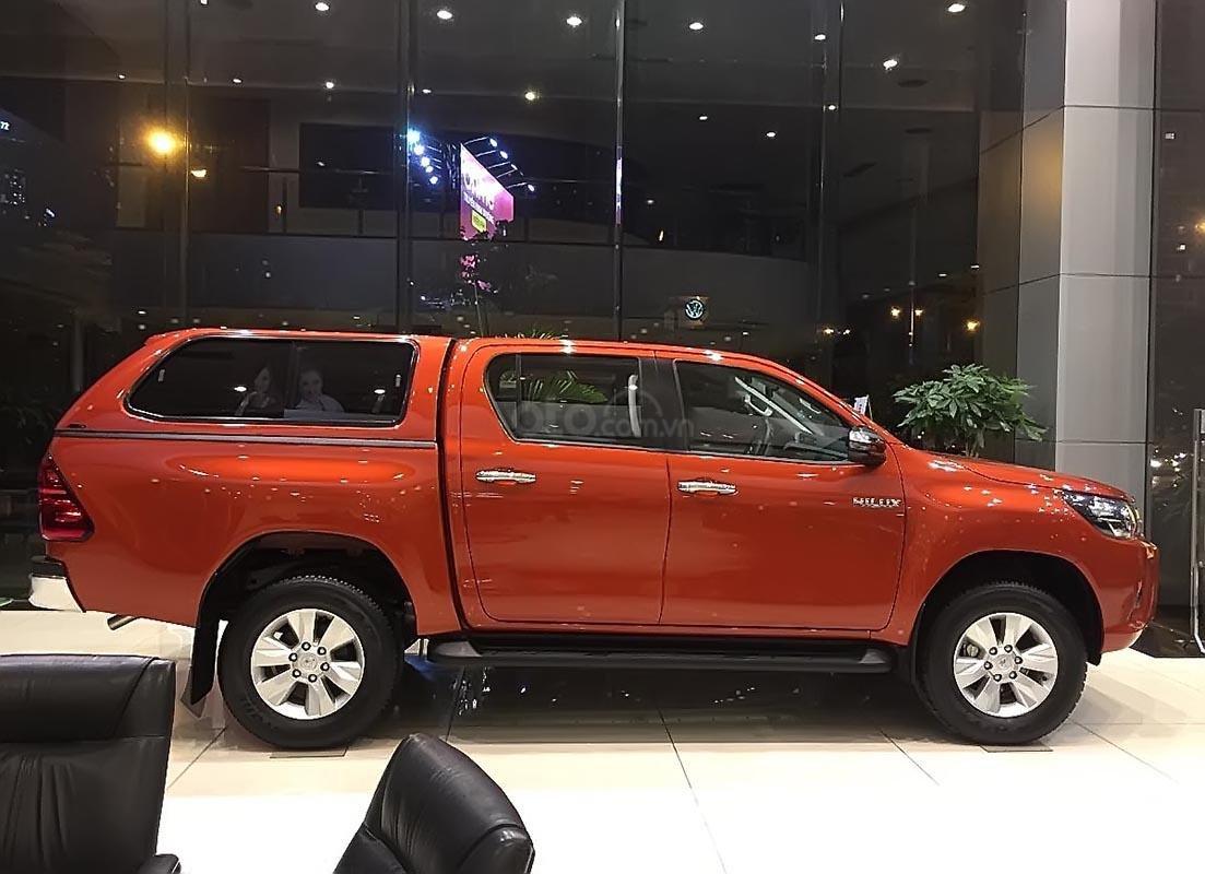 Bán Toyota Hilux 2.4E 4x2 AT đời 2019, nhập khẩu, 695tr.-1