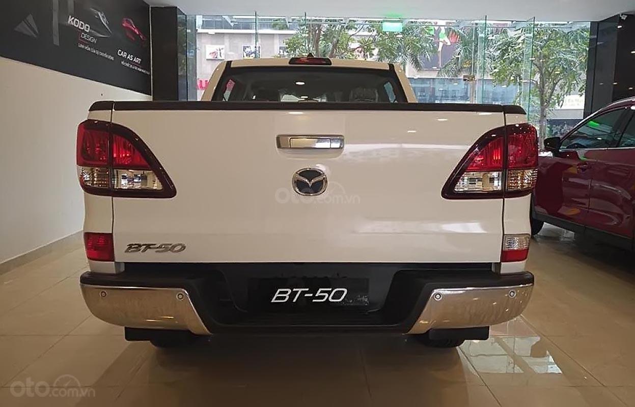Bán Mazda BT 50 2.2L 4x2 AT 2019, màu trắng, xe nhập-1