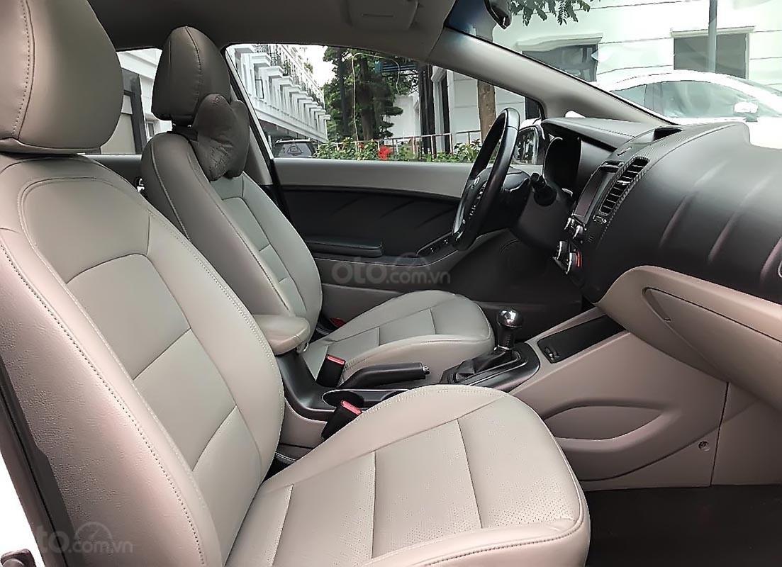 Cần bán lại xe Kia K3 đời 2016, màu trắng (2)