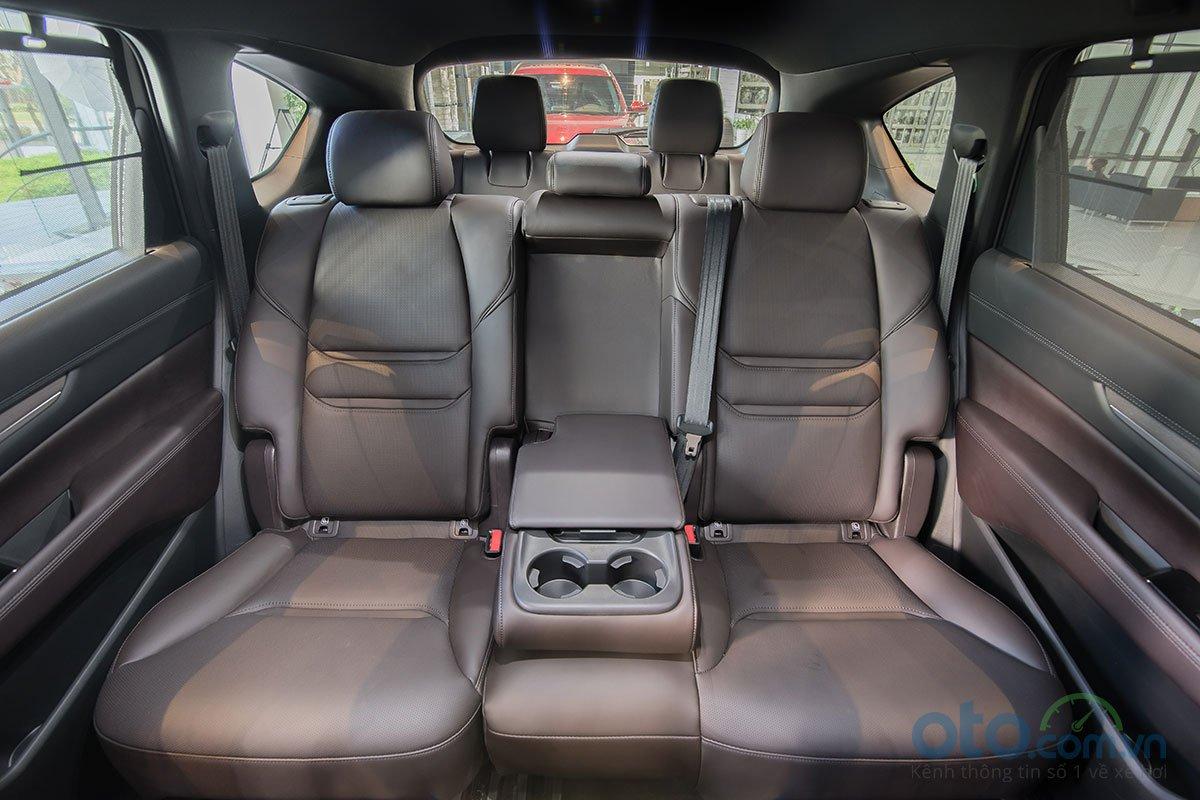 Không gian dành cho 2 hàng ghế phía sau của Mazda CX-8 được đánh giá là rộng rãi nhờ sở hữu kích thước lớn.