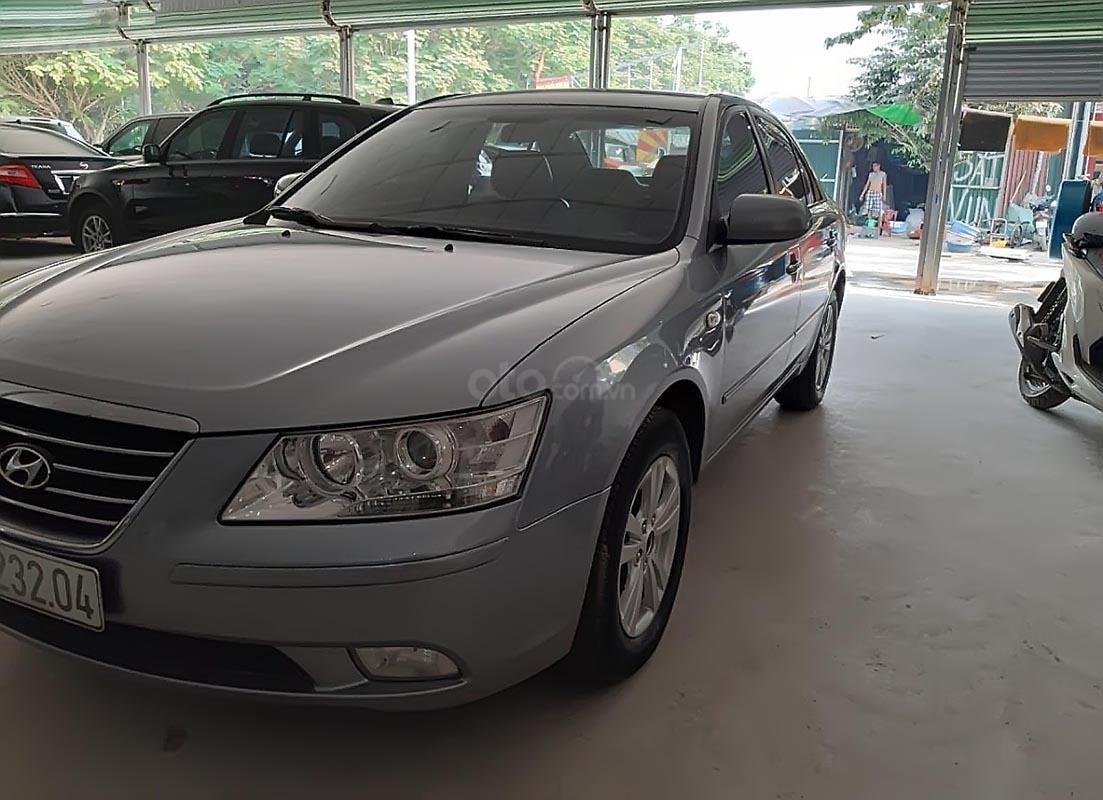 Cần bán lại xe Hyundai Sonata 2.0 AT năm sản xuất 2010, màu bạc  (4)