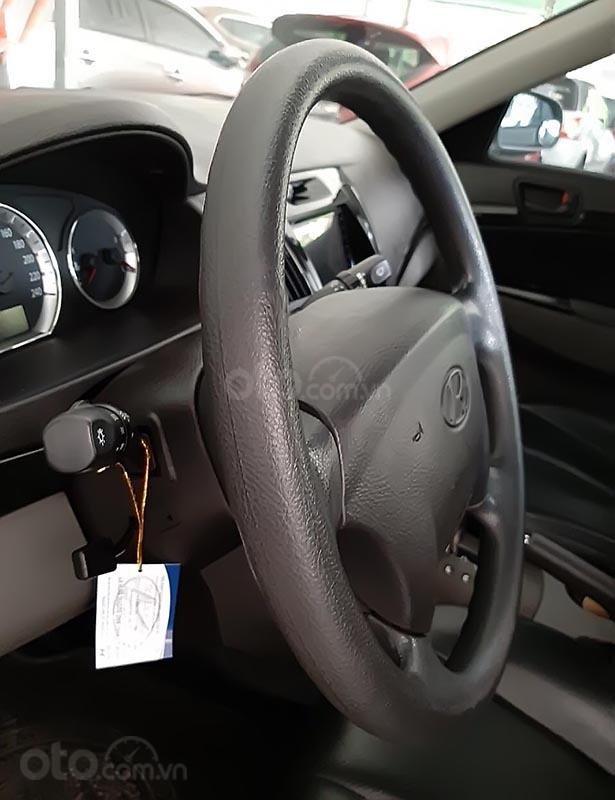Cần bán lại xe Hyundai Sonata 2.0 AT năm sản xuất 2010, màu bạc  (5)