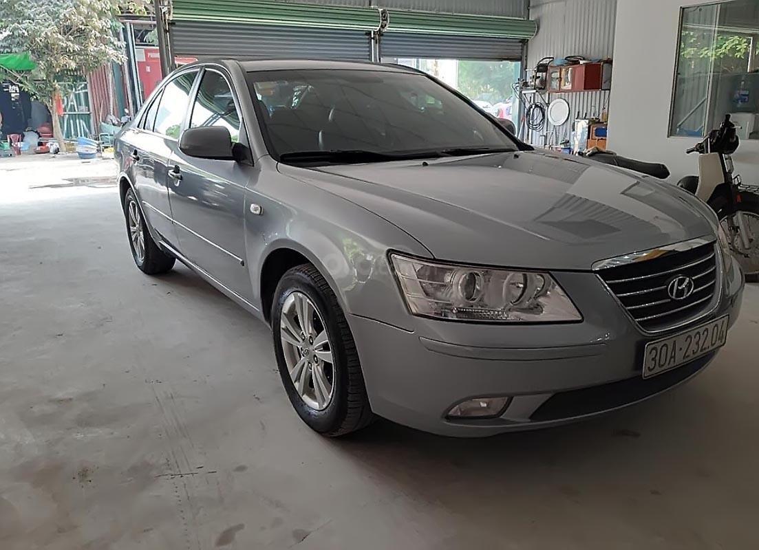 Cần bán lại xe Hyundai Sonata 2.0 AT năm sản xuất 2010, màu bạc  (1)