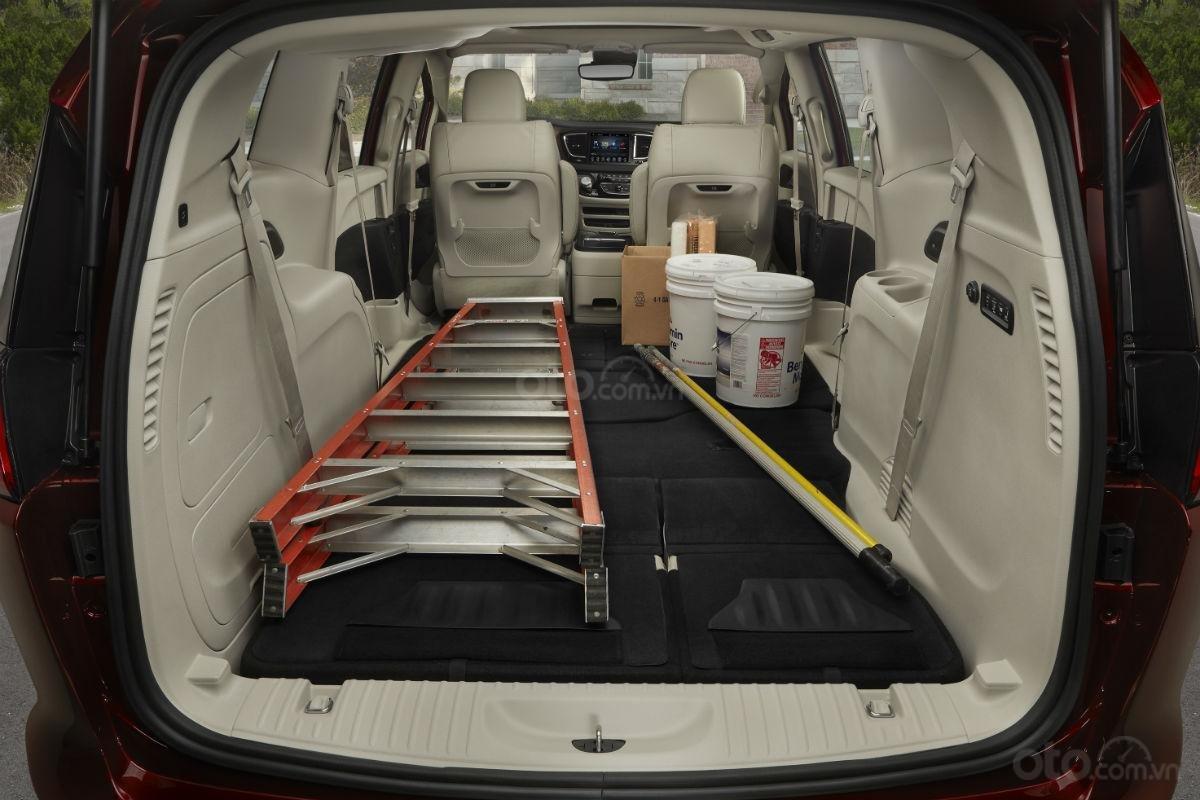Khoang hành lý của Chrysler Pacifica 2019.